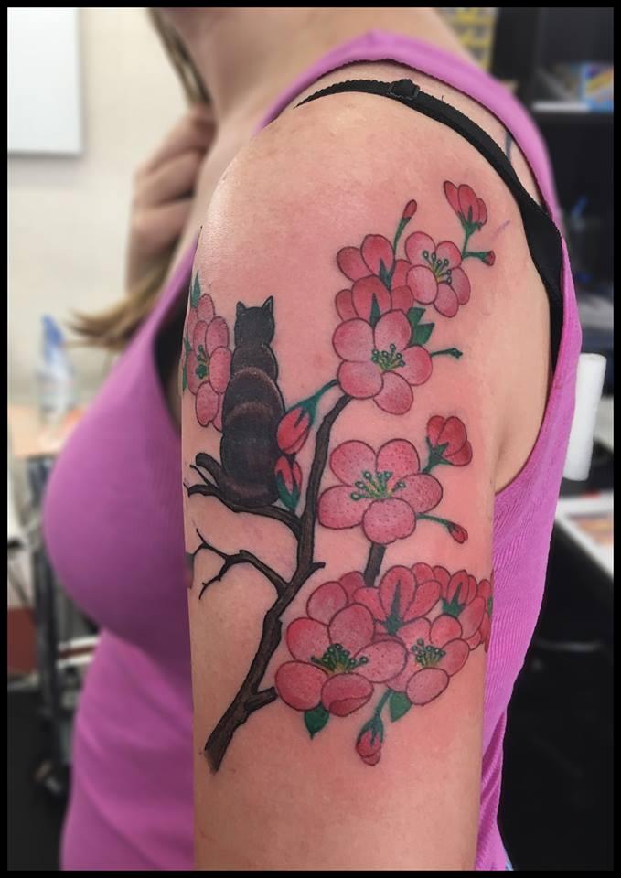 桜と猫のガールズタトゥー