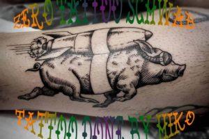ブラックワークトラッド豚タトゥー