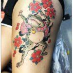 蛙と桜のタトゥー