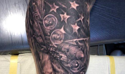 星条旗と飛行機のタトゥー