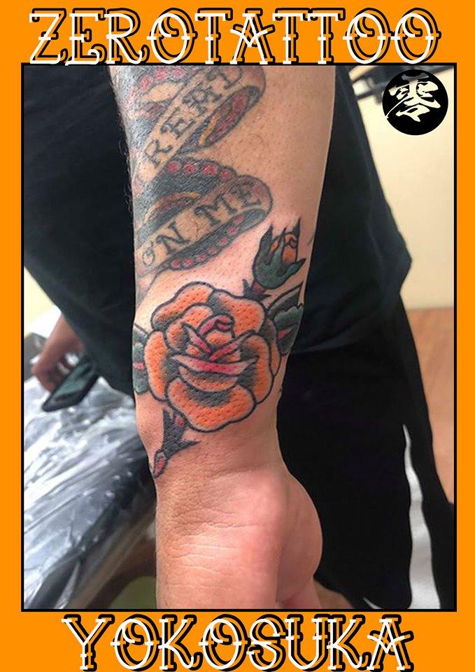 オールドスクールのバラのタトゥー