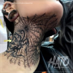 蜘蛛の巣タトゥー顔首