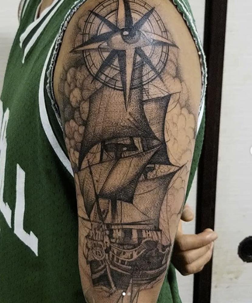 船とコンパスと瞳のブラック&グレータトゥー